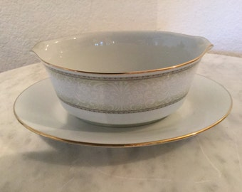 """Vintage Noritake Fine China """"Eugenia"""" Pattern 2160, Gravy Boat With Attached Underplate. White Flowers On Green Shade. Discontinued Actual."""