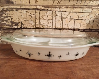 Black & White Compass Divided Pyrex Dish with Lid 1 1/2 Quart