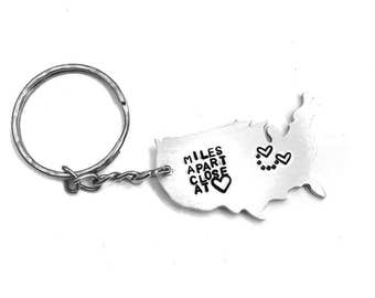 Best Friends Miles Apart Hand Stamped Aluminum Keychain | United States map | long distance | couples jewelry | besties jewellry | keyring