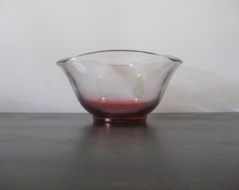 Cranberry Flashed Small Wavy Rim Glass Bowl / Vintage Triangular-shaped Red Fade Triangular Bowl / Two-tone Ruby Clear Wavy Rim Bowl