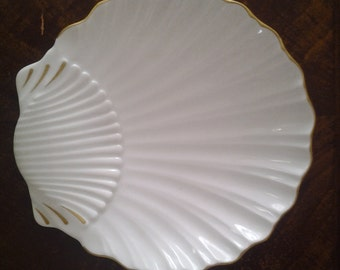 Royal Worcester Shell Fine Porcelain Made In England White/gold Plate Oven  To Table Ware