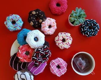 New Crocheted Doughnut Toys Chocolate Doughnut Pink White Doughnut Sprinkles Doughnut Plush Knitted Food Rainbow Doughnut Decor Dog Toy