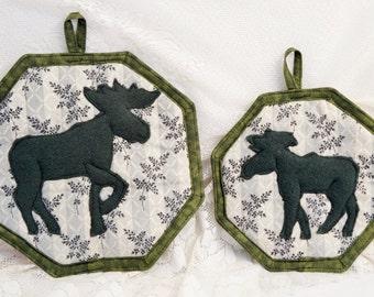 Handmade Moose Kitchen Set/Moose Pot Holder/Moose/Wildlife Decor/Pot Holder Set/Moose Decor/Set of Two/Handmade Pot Holders/Woodland/Rustic