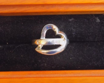 Beautiful sterling silver heart ring size 6.5