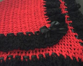 Baby ruffled blanket, square