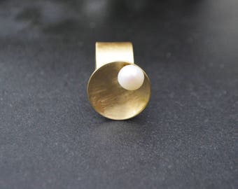 Abstract brass cup ring with a freshwater pearl