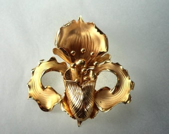 PAT PEND Large Iris Flower Goldtone Brooch