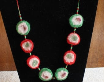 Double-sided Red And Green Necklace White And Mixed Inner Colours