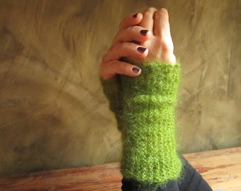 "Warmer-cuffs in Mohair and silk ""warm"" light green"