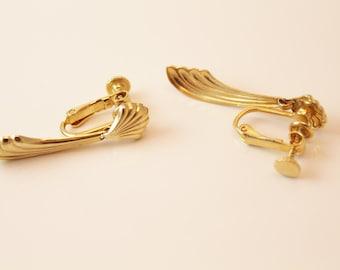 Vintage Goldtone Clip On Earrings - EA293