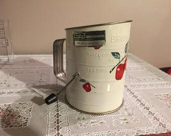 Vintage 3 cup flour sifter