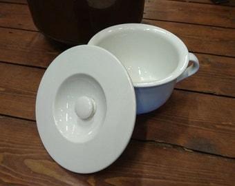 Societe Ceramique po, vintage po, Societe Ceramique Maestricht, Dutch ceramique po, Dutch white po, Dutch Maestricht po, white po