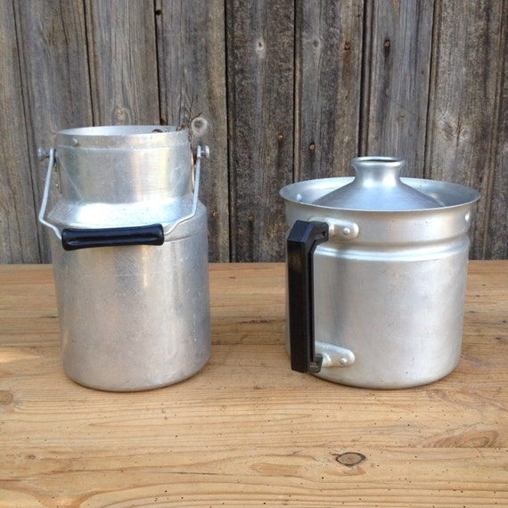un ancien pot lait ou timbale lait et un bouilleur de. Black Bedroom Furniture Sets. Home Design Ideas