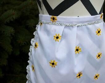 Retro apron,vintage apron,sunflower apron,embroidered apron,women apron,Daisy apron,kitchen gift,lace trim apron,sequin apron,Daisy apron