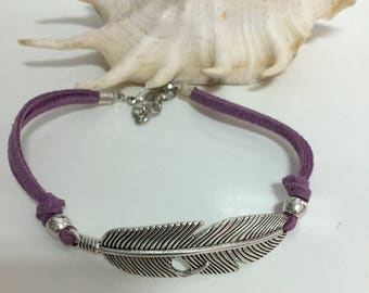 Feather bracelet, silver plated bracelet, mauve bracelet, feather and suede bracelet, bohochic bracelet, metal feather bracelet