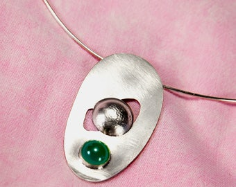 Women's Pendant, Silver, Green Agate GemStone Texture Necklace, Handcrafted and Hallmarked by Goldsmith Company London Assay office.