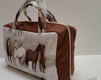 Horses Lunch Tote Opening Into a Tray.
