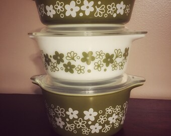 Vintage Pyrex Spring Blossom Casserole Dish Set