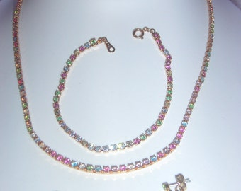 BEAUTIFUL Avon Full Parure - Necklace - Bracelet and Piered Earrings.