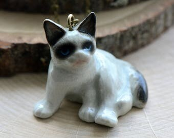 Hand Painted Porcelain Black Eye Cat Necklace, Antique Bronze Chain, Vintage Style, Ceramic Animal Pendant & Chain (CA067)