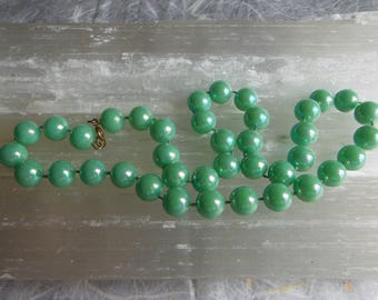 Vintage 50s Style, Iridescent Green, Plastic Bead Necklace