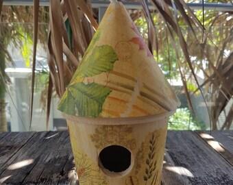 Wooden birdhouse - Automn