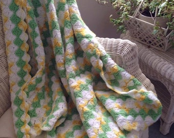 Vintage Hand Crocheted Baby Afghan/Blanket Green/Yellow/White 1981 (Like New)