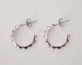 modern circle earring, minimal earring, basic earrings, stud earrings, round earrings, circle earrings, silver earrings, geometric earrings