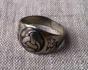 Odin's Horn and Wolves viking ring.