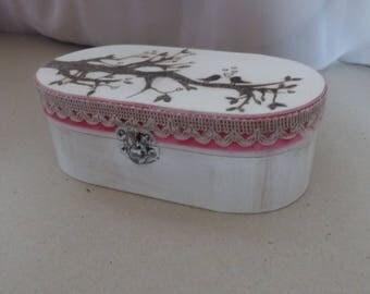 White bird ring box