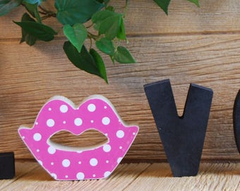 "Lips - Unfinished Interchangeable ""O"" Insert Valentines Day Decorations- Compatible with Home, Love and Welcome Letter Set"