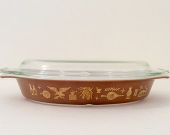 Vintage 1960s Pyrex Early American Gold-on-Brown Cinderella Bake-Serve-Store Oval Divided 1 1/2 Quart Casserole Dish
