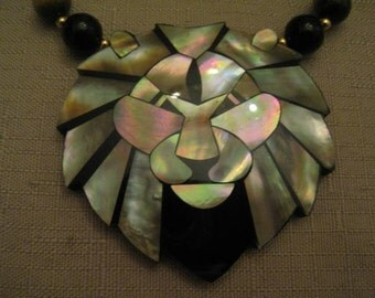 Un Worn Lee Sands Lion Head Tiger Eye Onyx Gold Tone Metal Beaded Pendant Necklace