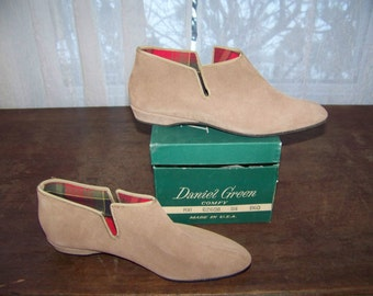 """Vinrage 1960s Daniel Green """"Comfy"""" Slippers color TAN size 6 ladies NIB USA Pert Leather Woodsy Woodland Look"""
