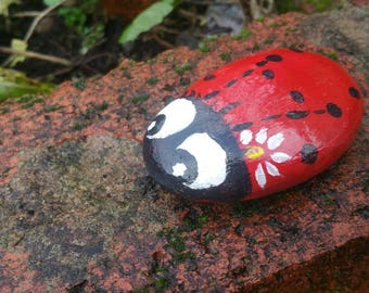 Ladybird pebble - ladybird decoration - handpainted ladybird - stone ladybird - pot decoration - pebble paperweight - decorative daisy