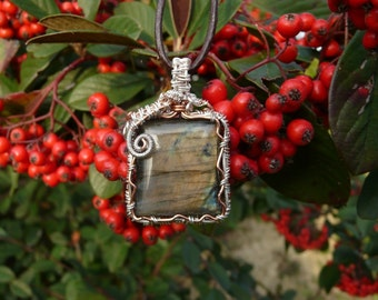 Wire Wrapping Labradorite pendant