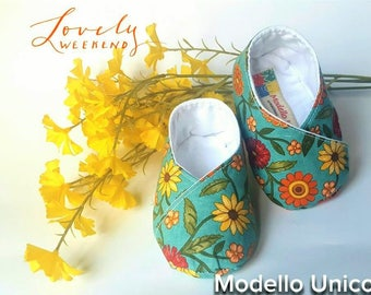 Baby shoes kimono greens with flowers