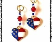 Hörgeräte Charms: Patriotische amerikanische Flagge mit Akzent Glasperlen Herzen!  Auch in passende Mutter-Tochter-Sets!
