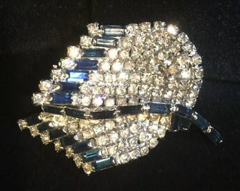 Stunning Rhinestone Brooch unsigned - clear & Saphire colored Rhinestones