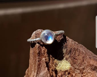 925 sterling silver ring with Moonstone