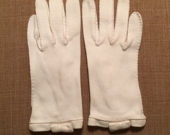 Vintage Off White Girls Gloves, Size 6, Women's Small Gloves, Church Gloves, Communion Gloves, Wedding Gloves