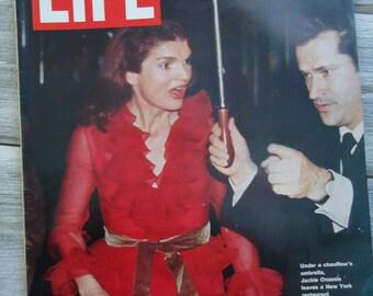 1971 Jackie Kennedy Life Magazine - Jackie Kennedy gift - Jacqueline Kennedy Onassis - Old Life Magazine - Retro decor - The Kennedy's