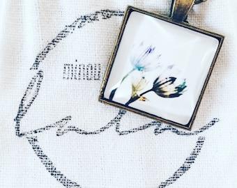 Delicate bloom antique bronze plated pendant necklace