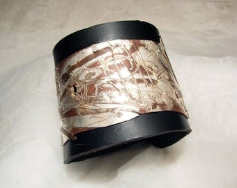 Bracelet in leather and silver inlaid copper law