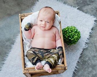 """""""Armed"""" newborn set"""