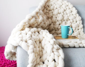 Chunky Knit Lap Blanket in Natural White - Giant Knit Blanket - Chunky Knitting Throw blanket - Merino Wool Blanket - Giant Yarn Blanket