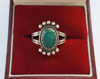 Vintage Green chrysoprase and silver ring - Boho gemstone stacking retro