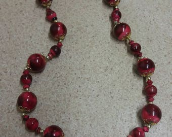 Vintage Red Mystical Hong Kong 50s 60s Necklace - Chic Kitsch Souvenir Piece - Elegant