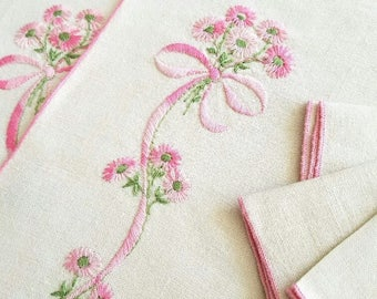 Place Mats with Matching Napkins - Set of Four 1960s - Embroidered Linen