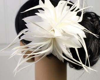 White Flower Feather Bridal Hair Comb, Wedding hairpiece, feather fascinator, vintage hair accessories, boho feather comb.